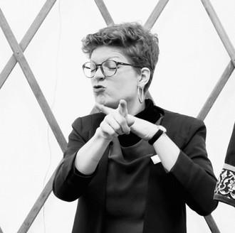 Gebärdendolmetscherin Liliane Sidler