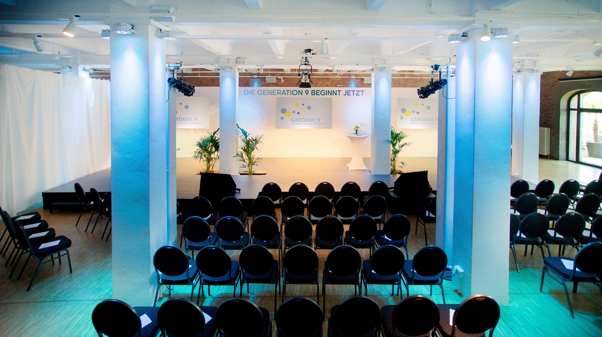 005-030-eventloft-konferenz-beleuchtet.j