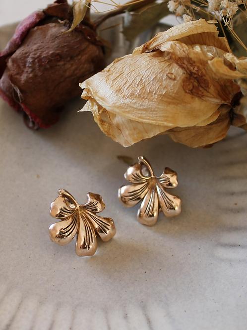 Vintage 60s Globus Flower Earrings