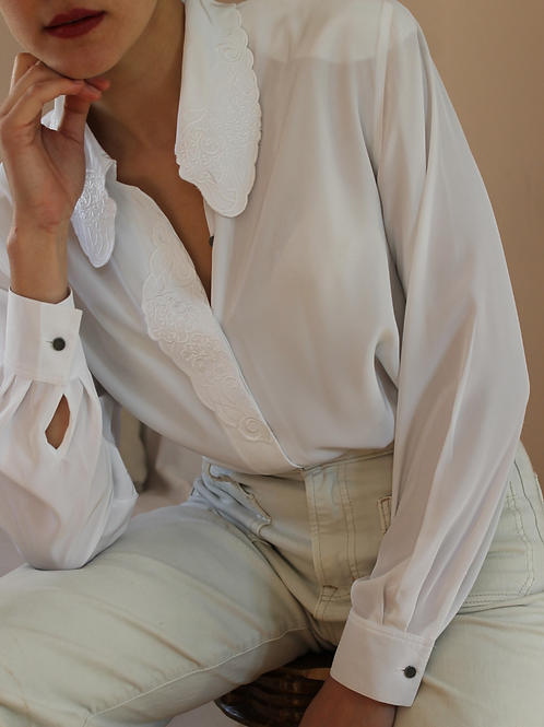 90s Vintage Embroidered Collar Blouse in White