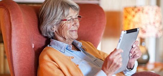 ancianos con tecnologia