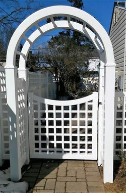Scalloped Old English Gate