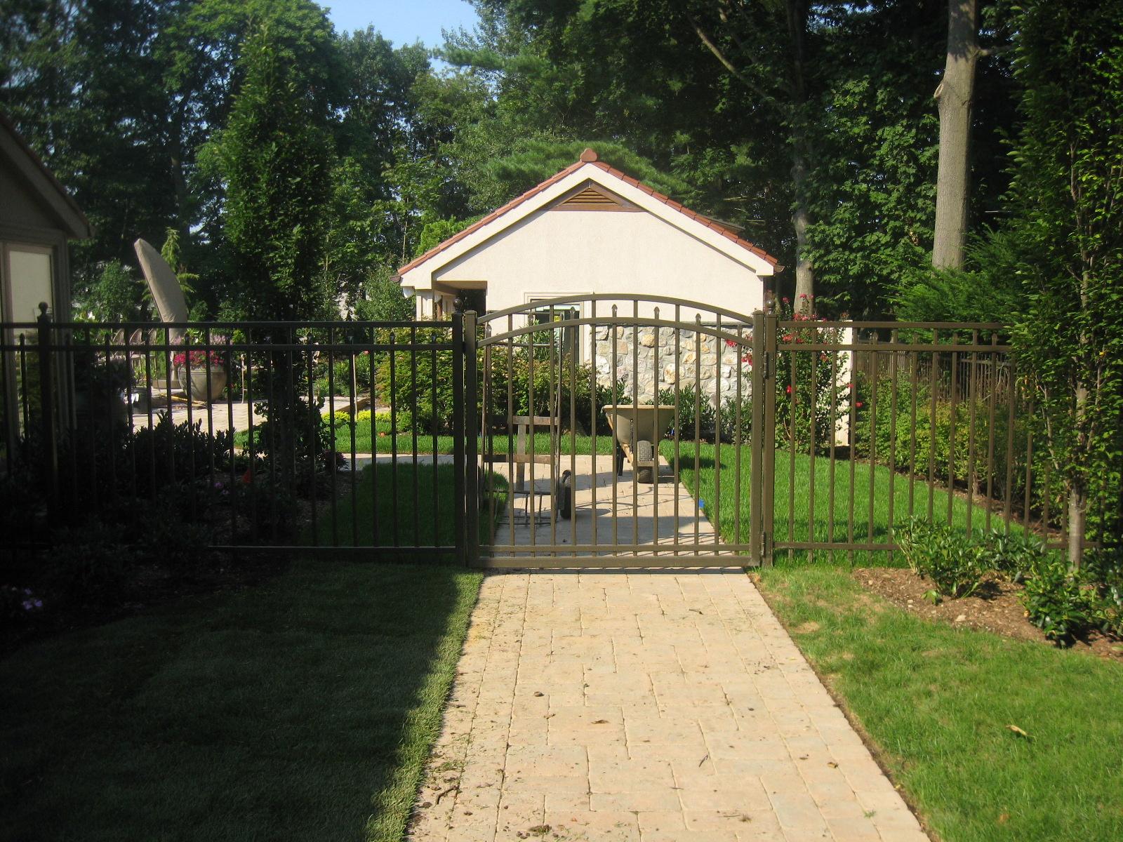 Aero Grade Arched Gate- Bronze