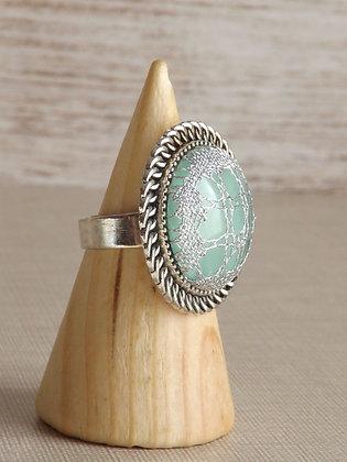 Detalle anillo Irene con encaje HALAS