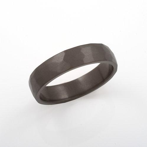 Ilmarinen. Musta sormus zirkoniumia