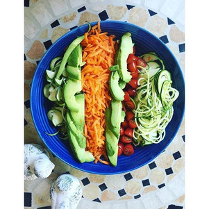 R A I N B O W SALAD + the health benefits of different coloured fruit & veg!