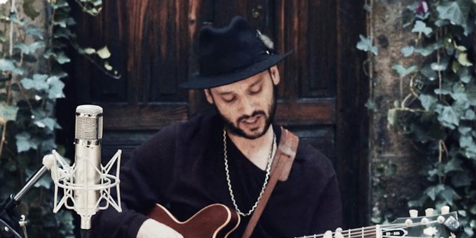 Alfredo Deffis - Guitarra y Voz