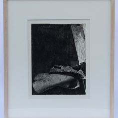 42. Feet (b), 1976 Pieds 10 15/16 x 8 3/8 in. Etching, photoengraving, lift-ground aquatint, and open-bite Feet (b) is the second photographically illusionistic image Johns made for Fizzles. The use of the photographic process has helped to render the image of Feet (b) in a much more realistic way than if he had drawn the image directly on the plate.