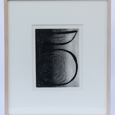 41. Numeral 5, 1976 Chiffre 5 (cinq) 9 5/16 x 6 15/16 in. Etching, lift-ground aquatint, and burnishing with sandpaper   Chapter 5 of Fizzle is the most complex image in the Johns/Beckett collaboration (Foirades/Fizzles ). Note that even the Numeral has undergone complex alterations of technique and form. Numeral 5 reveals several changes and alterations made in the drawing and etching process. Like the Numeral 5, all of the images in Fizzle 5 flicker between light and dark, which is also the case in the words of Samuel Beckett throughout the fifth Fizzle.