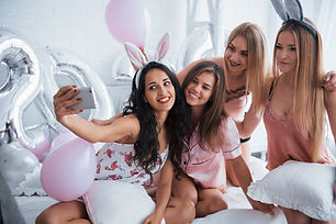 bachelorette-party-four-girl-in-pink-and