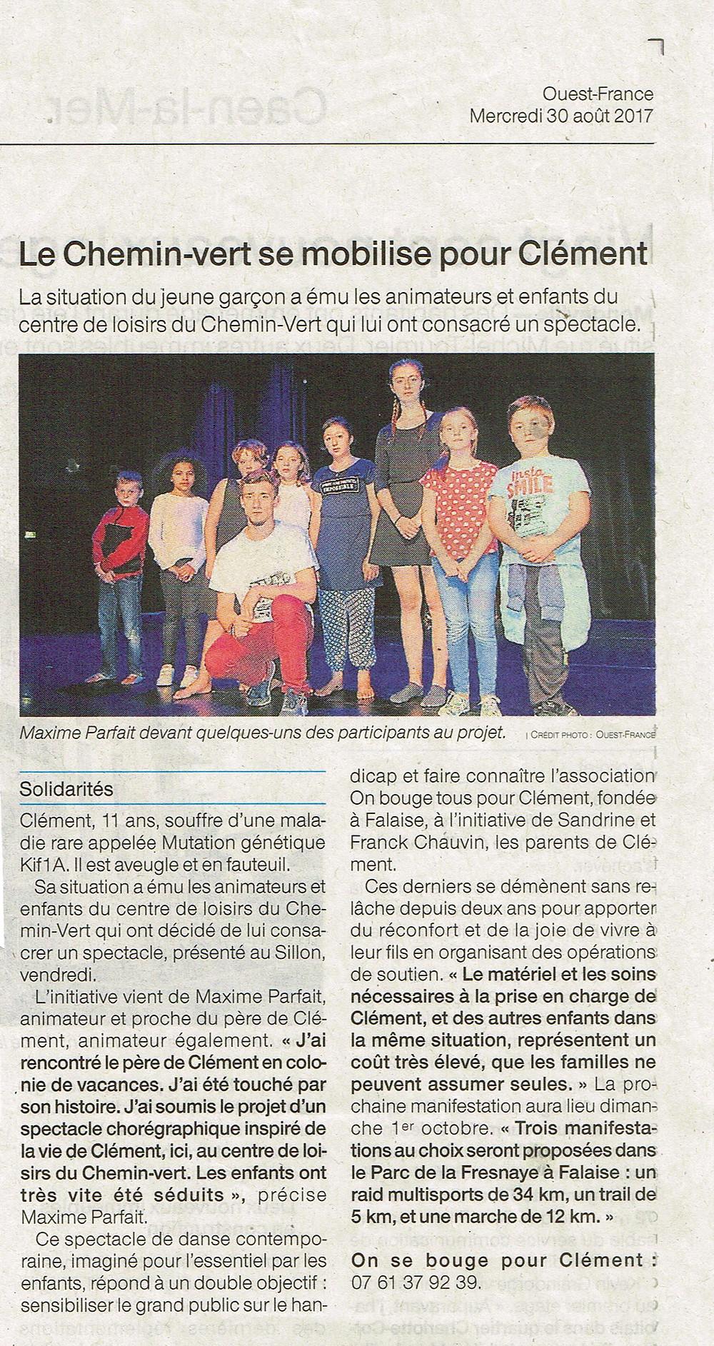Le centre de loisir le chemin de Caen fait un spectacle pour Clément.