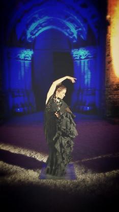 Solo de danse à l'Église Saint-Pierre d'Aulnay-de-Saintonge