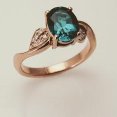 14kr flowing leaf design ring w/ oval gem