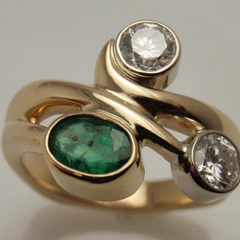 freeform bezel ring w/ emerald