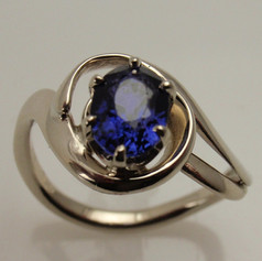 freeform ring w/ oval sapphire set in 6 prongs