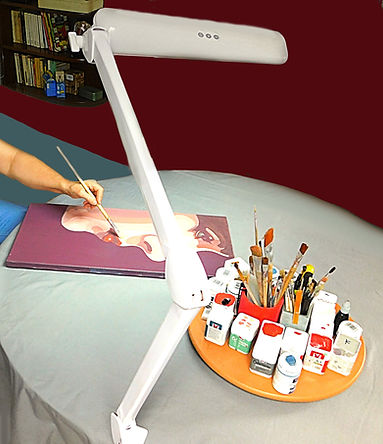 Cathy et ses outils.  Lampes loupes SDM