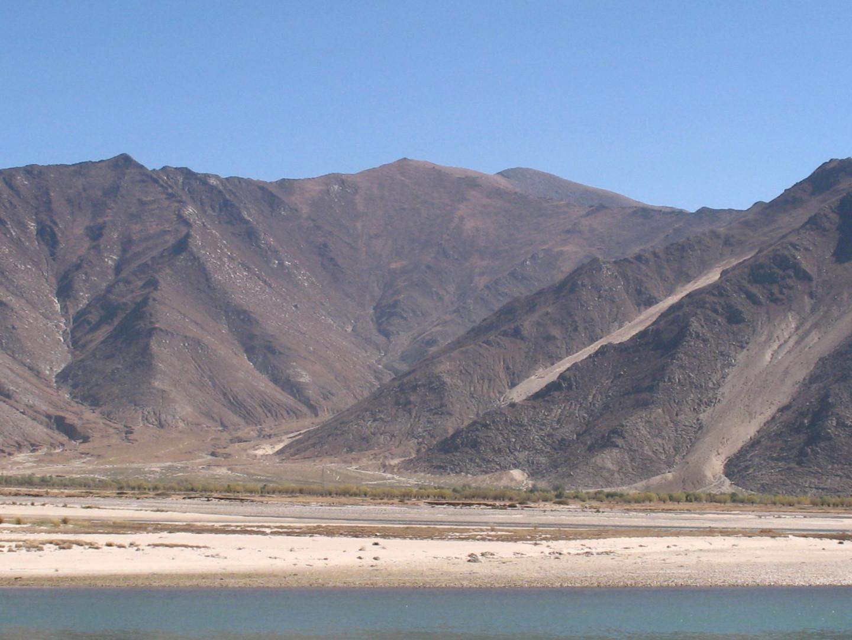 типичный тибетский пейзаж