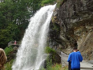 водопад со спины