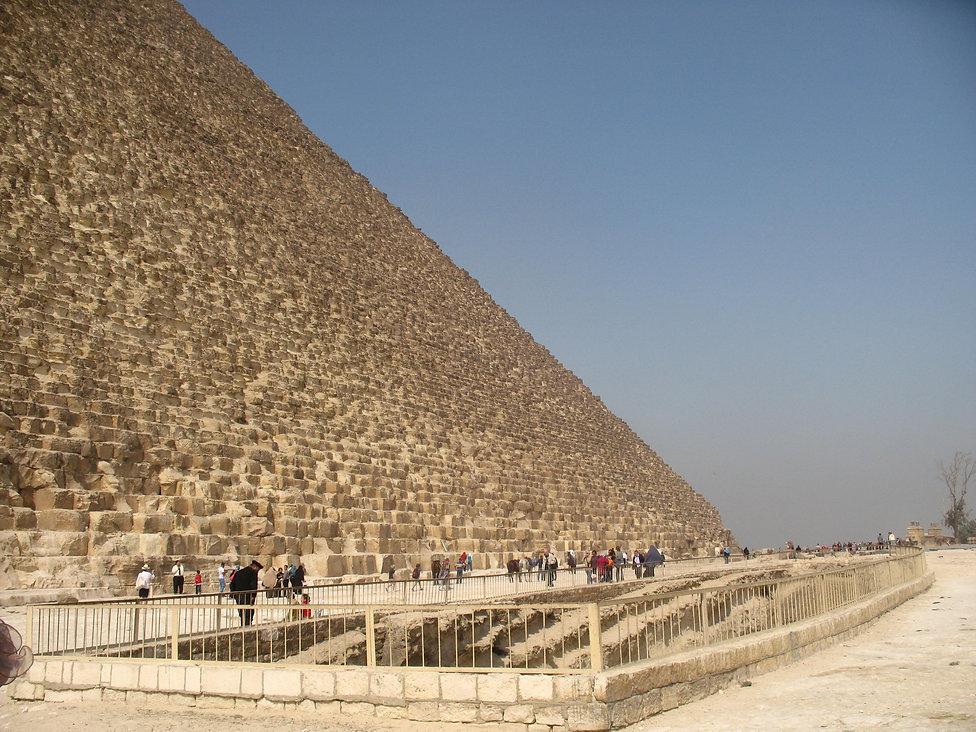 против пирамид мы ничтожны