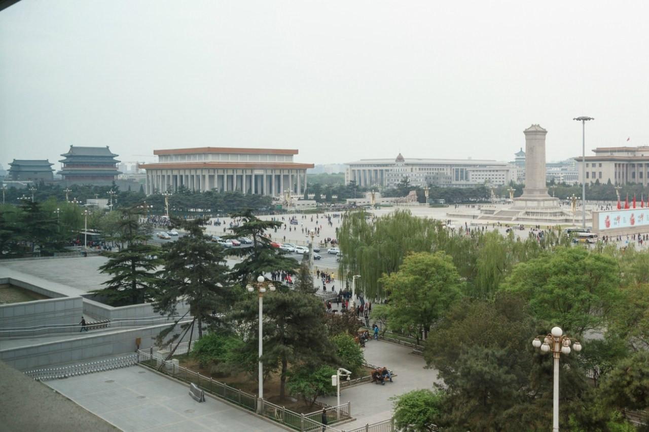 Вид на площадь. В центре мавзолей Мао