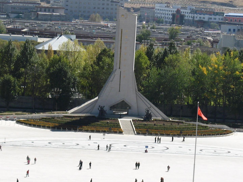 памятник в Лхасе