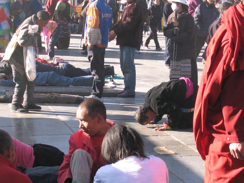 площадь перед тибетским храмом