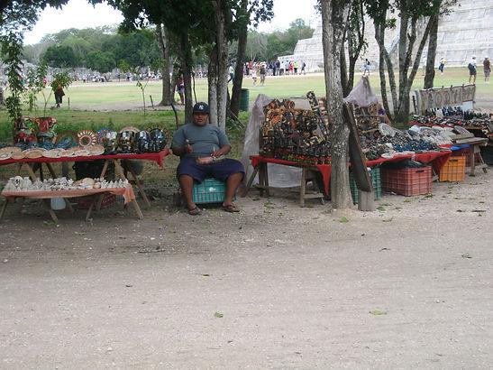 продавец сувениров майя