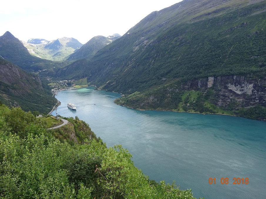 океанский лайнер во фьорде