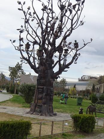 сказочное дерево в парке Рике