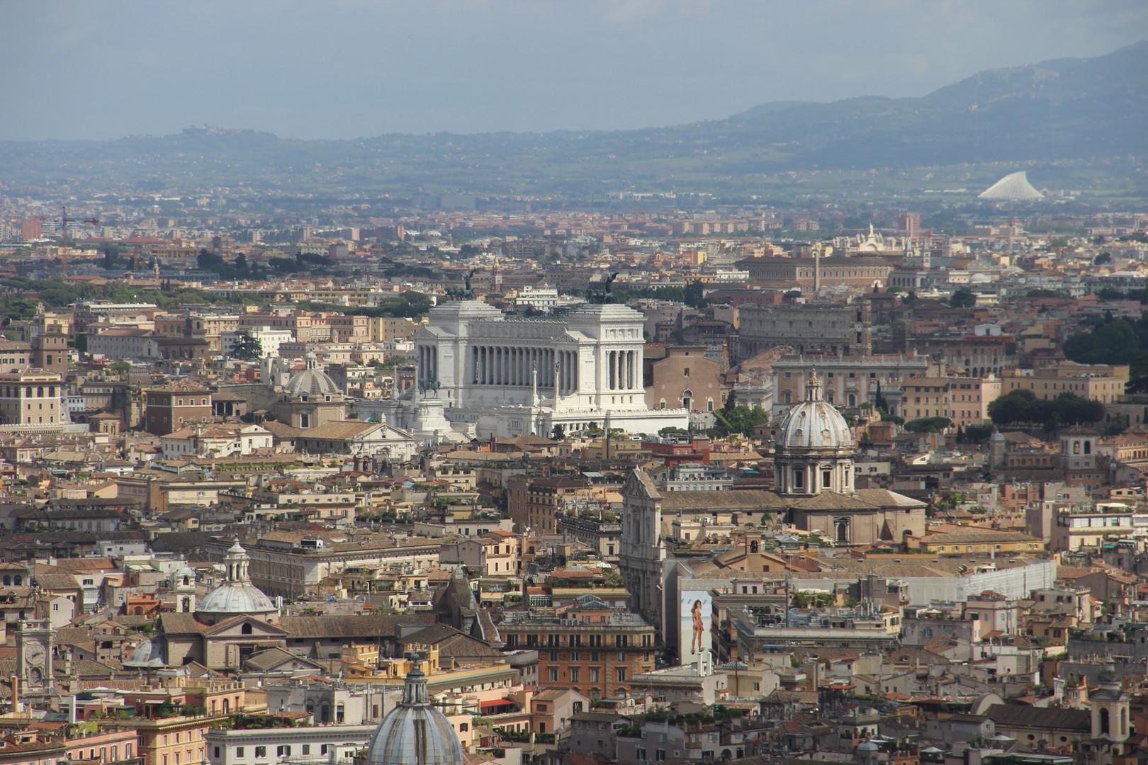 Вдали римский форум