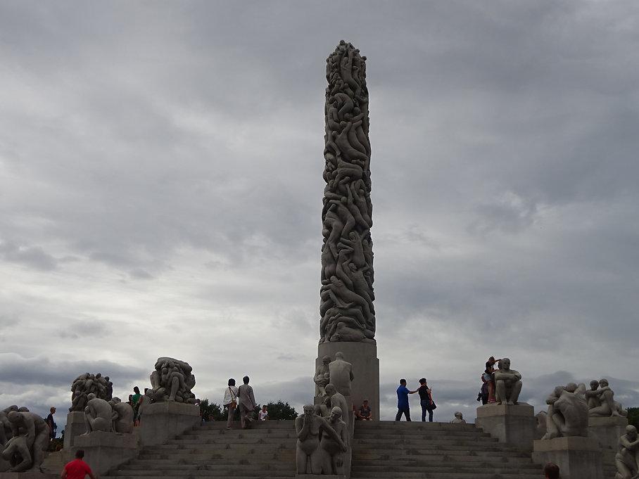колонна из тел людей в осло