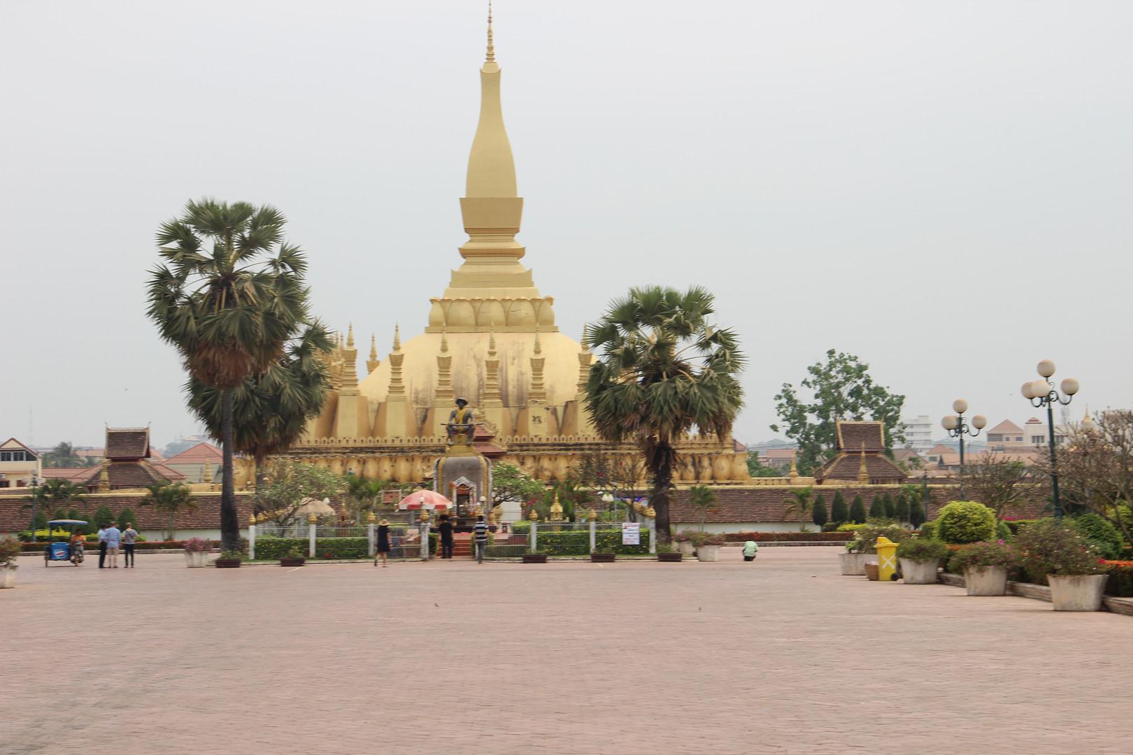 ступа Пха Тхалуанг