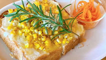 週末限定ローズマリー香るバターチーズコーントースト