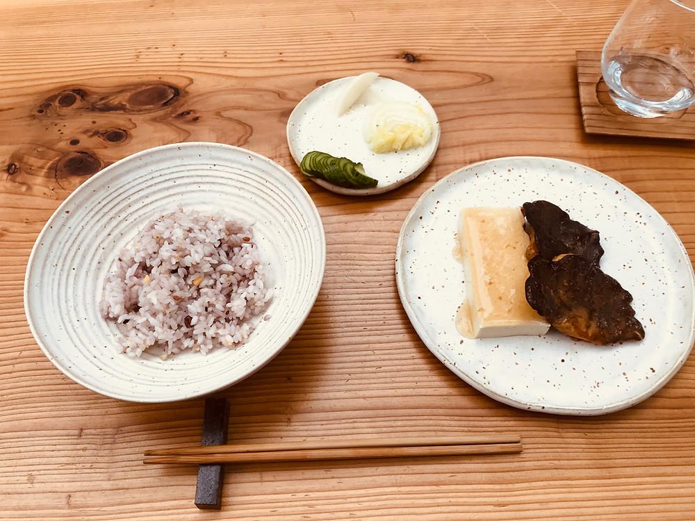 3品目は、黒アワビ茸のステーキと馬場さんのお豆腐