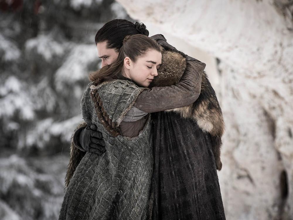 "Arya e Jon Snow em ""Game of Thrones"""