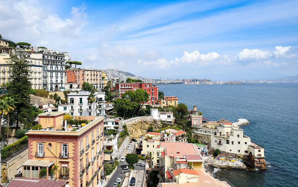 Nápoles, cenário dos romances de Elena Ferrante