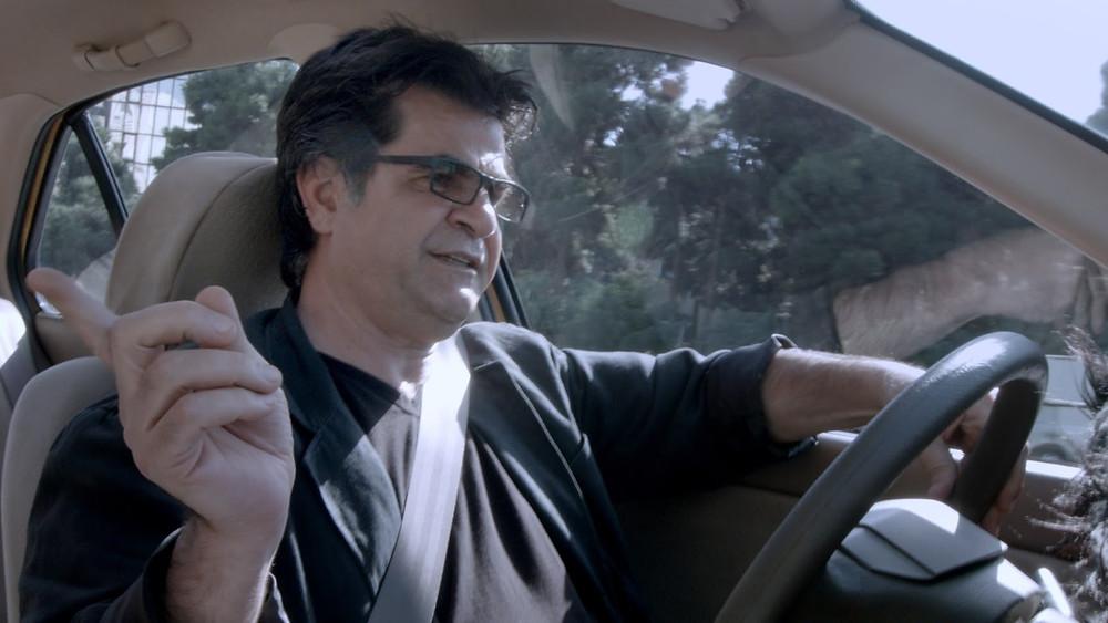 Jafar Panahi em Taxi Teerã