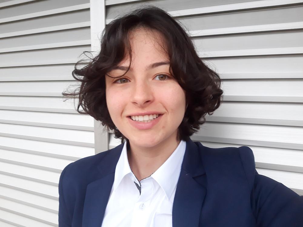 Jéssica Iancoski, autora do podcast Toma Aí Um Poema