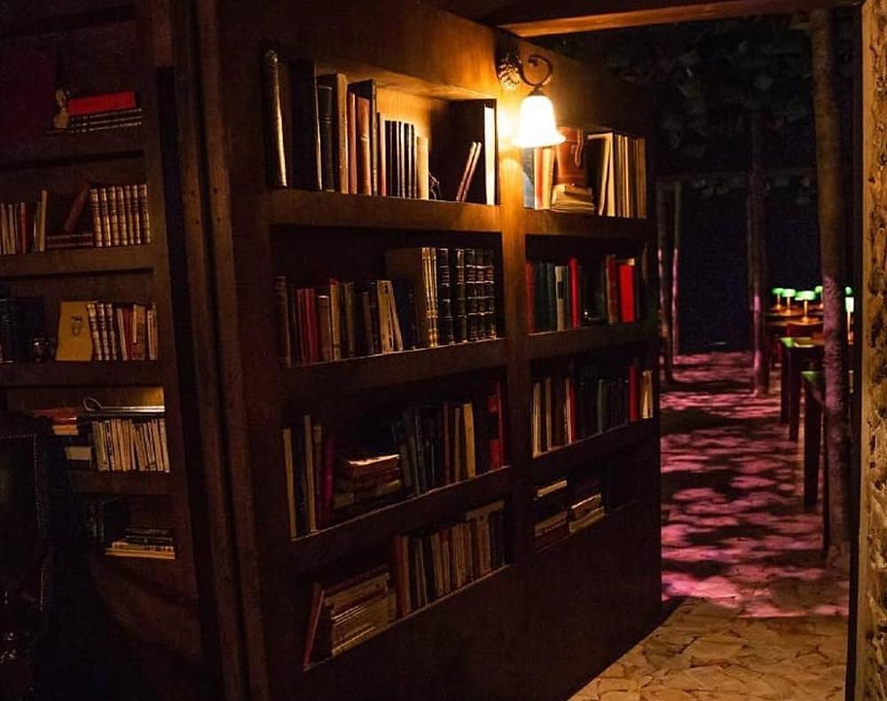 A Biblioteca à Noite