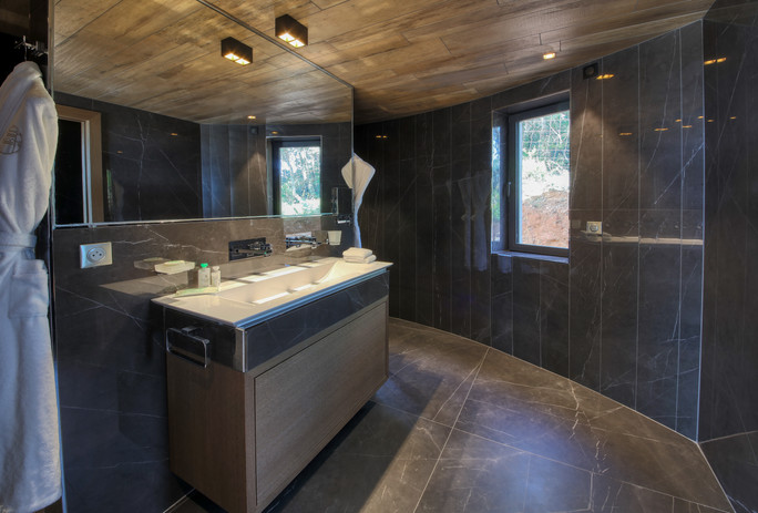 Villa Mathilde bathroom.JPG