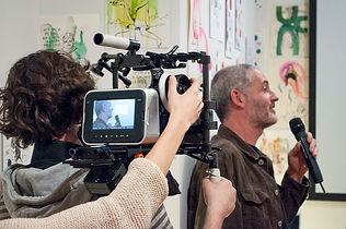 """Martes 3 de marzo EN SUSTITUCION DEL ENCUENTRO CON JOSÉ ÁNGEL MAÑAS DOCUMENTAL GENERACIÓN KRONEN de Luis Mancha El Director Luis Mancha, profesor de Sociología y Comunicación Audiovisual de la Universidad de Alcalá (Alcalá de Henares), ha sido crítico literario y cinematográfico, director y guionista de programas de televisión como """"Fahrenheit"""" (Canal 9), """"Se Busca... Centroamérica"""" (RTVE), etc. Ha guionizado y dirigido cortometrajes como """"¿Es usted feliz?"""" o """"42 millones de minutos y pico"""". Así mismo, es autor de los documentales """"Inner Borderlines"""", rodado en inglés en el Sur de California, por el que recibe varias nominaciones en España e Italia y el interés de universidades como Stanford o Yale que adquirieron los derechos de la película para su uso educativo; y""""Generación Kronen"""", basado en un libro homólogo escrito por el propio Luis Mancha, con una gran repercusión mediática, apareciendo en más de 30 medios, y proyectado en diversos ciclos (Universidad Complutense de Madrid, Sala SGAE en Valencia, Matadero de Madrid, Filmoteca de Navarra, etc.). Además, Luis Mancha es Director de la Cátedra UNESCO de Estudios Afroiberoamericanos."""