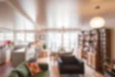 Joseph Vithaya, bon décorateur, Paris 14, 75014, Décoration maison, décorateur Paris 20, décoration intérieur salon, séjour, moderne, canapé, fauteuil, table basse relevable, vase, luminaires, tableau, tapis, lampe