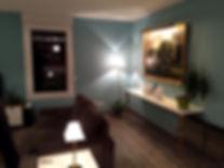 Joseph Vithaya, bon décorateur, Paris 14, 75014, Appartement, Albertville 73, décoration intérieur salon, séjour, salle à manger, moderne, canapé, fauteuil, table, vase, luminaires, tableau, lampe, bleu