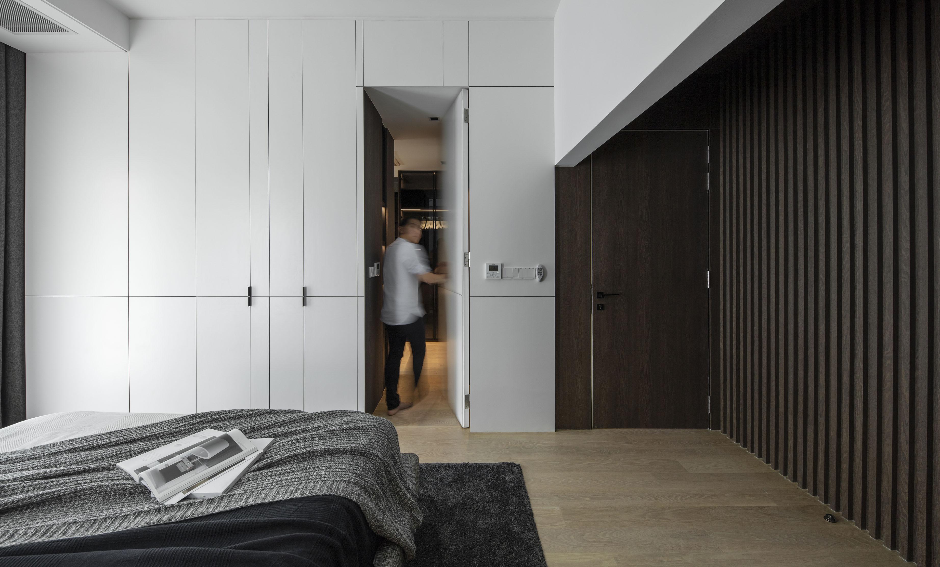 Master room . Conceal door