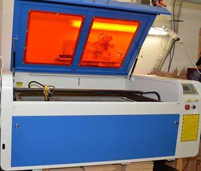 Grande machine laser