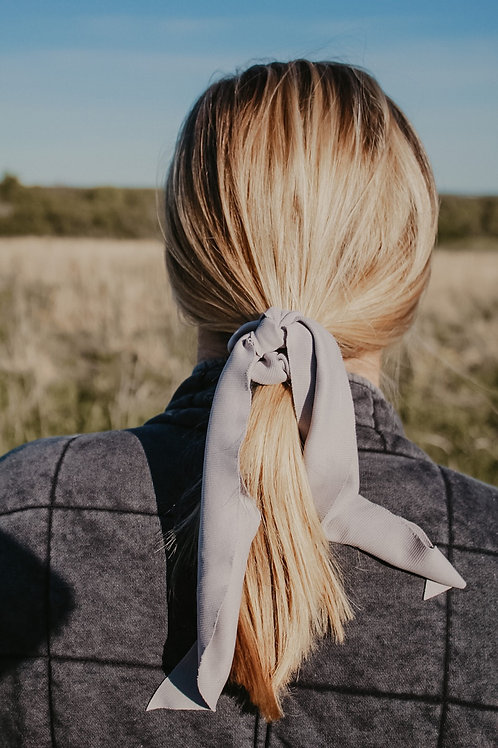 Gray Ribbed Scrunchie Scarf