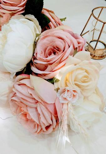 classic elegance wedding florals 1.jpg