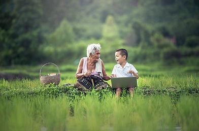 grandmother-1822564_1280.jpg