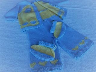Layette tricotée main....et sans coutures!