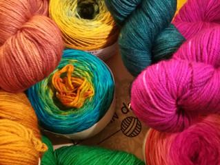 De la layette tricotée main avec de belles matières choisies sur un coup de cœur